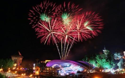 fireworks-slavonic-bazaar-vitebsk-20140710-02-600x400