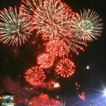183841,02 Более 30 тыс. зарядов запустили участники фестиваля фейерверков Навальнiца-2009